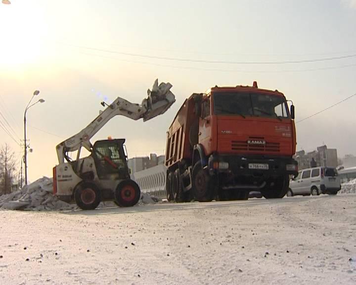 Мэр Братска предложил управляющим компаниям города ускорить уборку снега во дворах