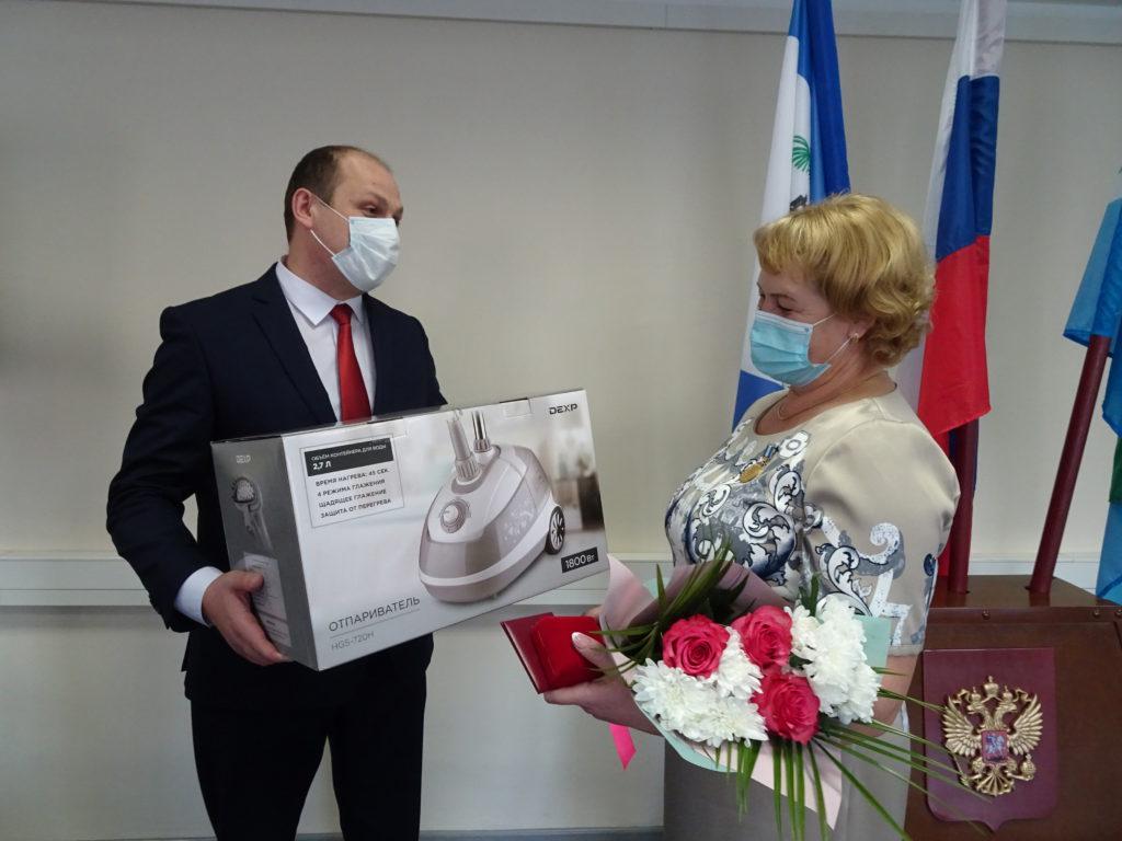 Жительница села Покосное награждена почетным знаком «Материнская слава»